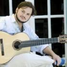 O guitarrista brasileiro Yamandu Costa é um dos convidados desta edição