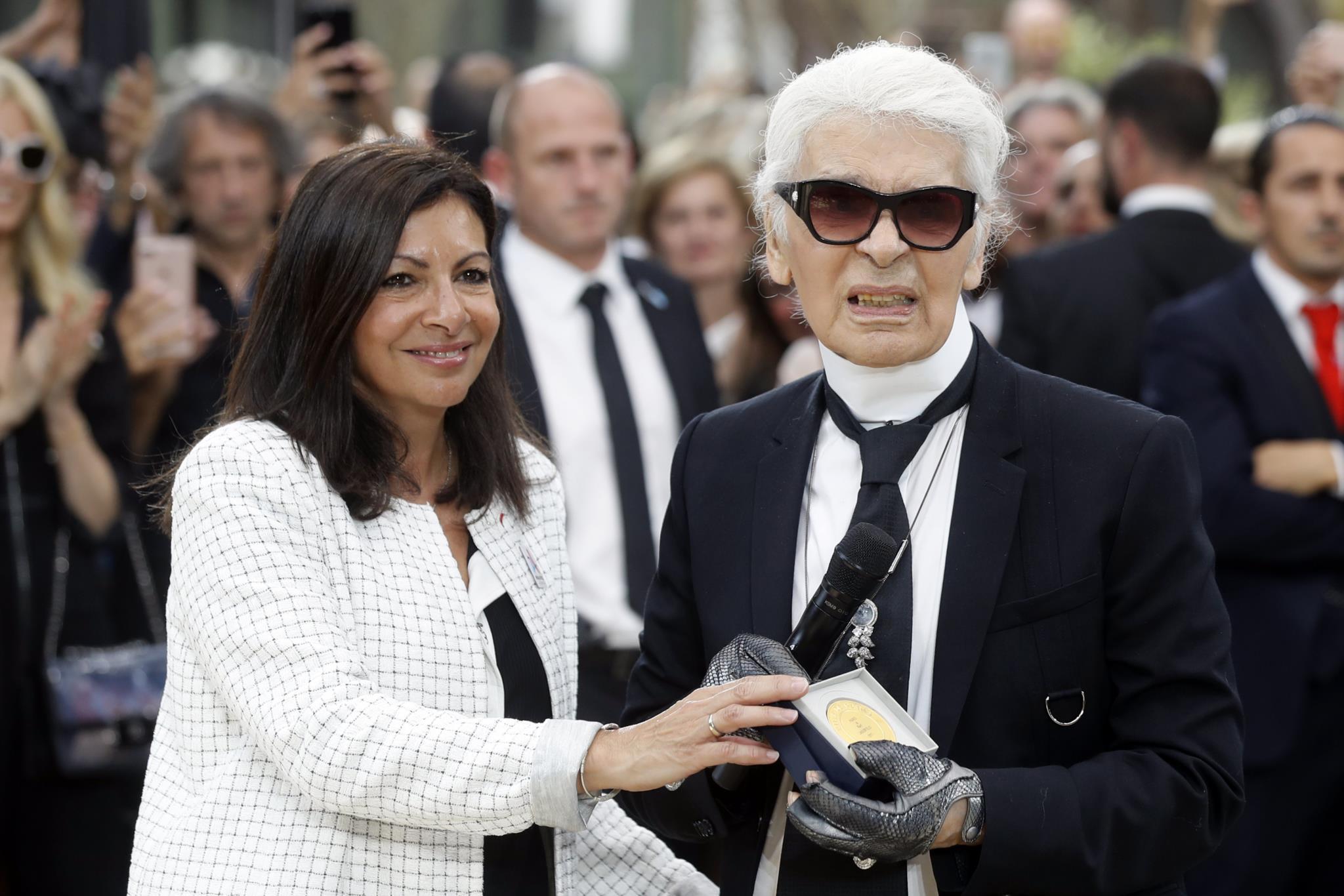 Anne Hidalgo e Karl Lagerfeld
