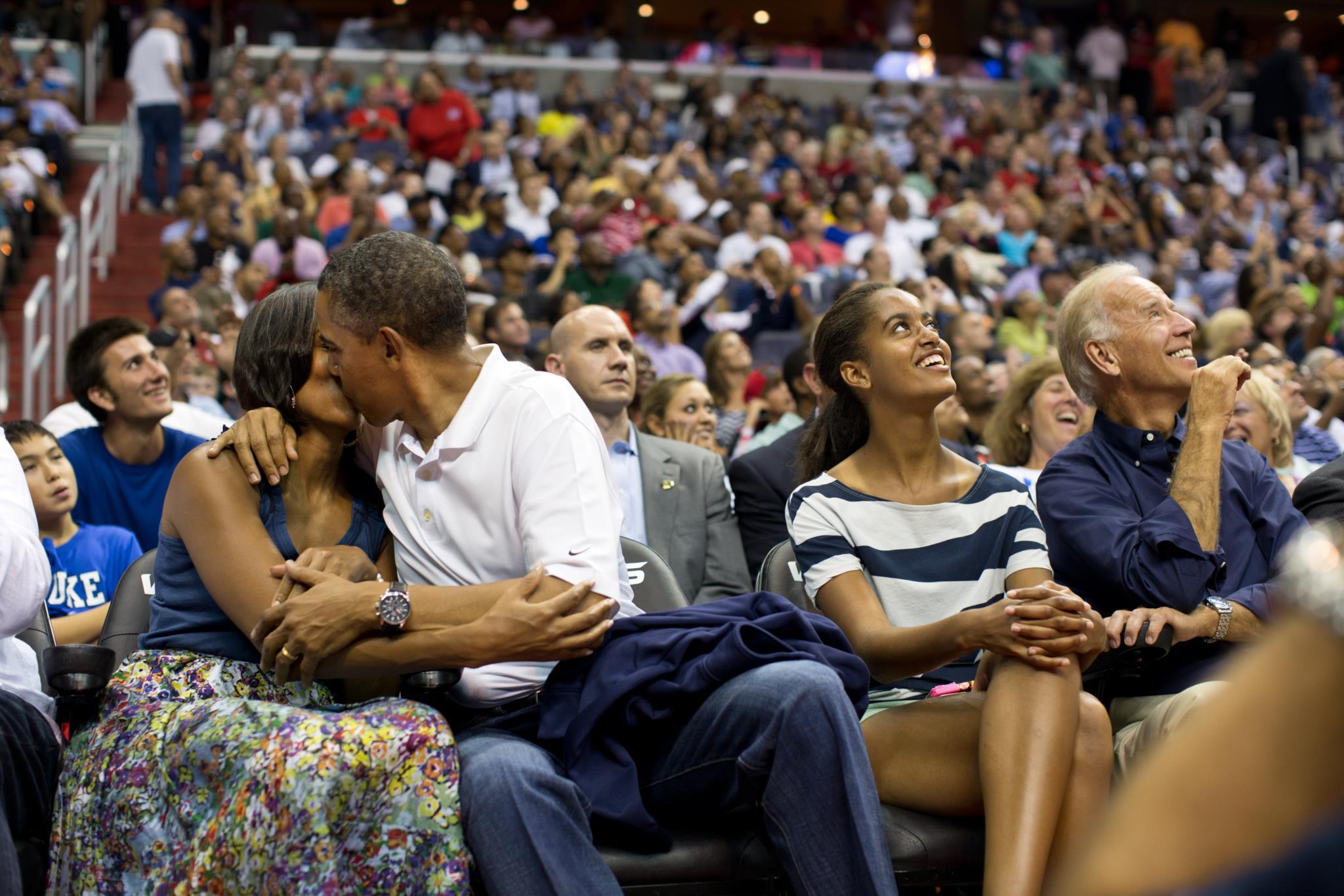 Durante um jogo de basquetebol, em Julho de 2012, Barack e Michelle Obama são apanhados pela
