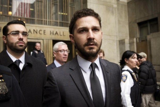O actor à saída do tribunal, em Manhattan, em Janeiro