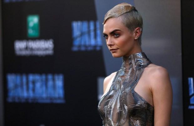 A modelo Cara Delevingne foi a protagonista de uma campanha publicitária controversa no Reino Unido.