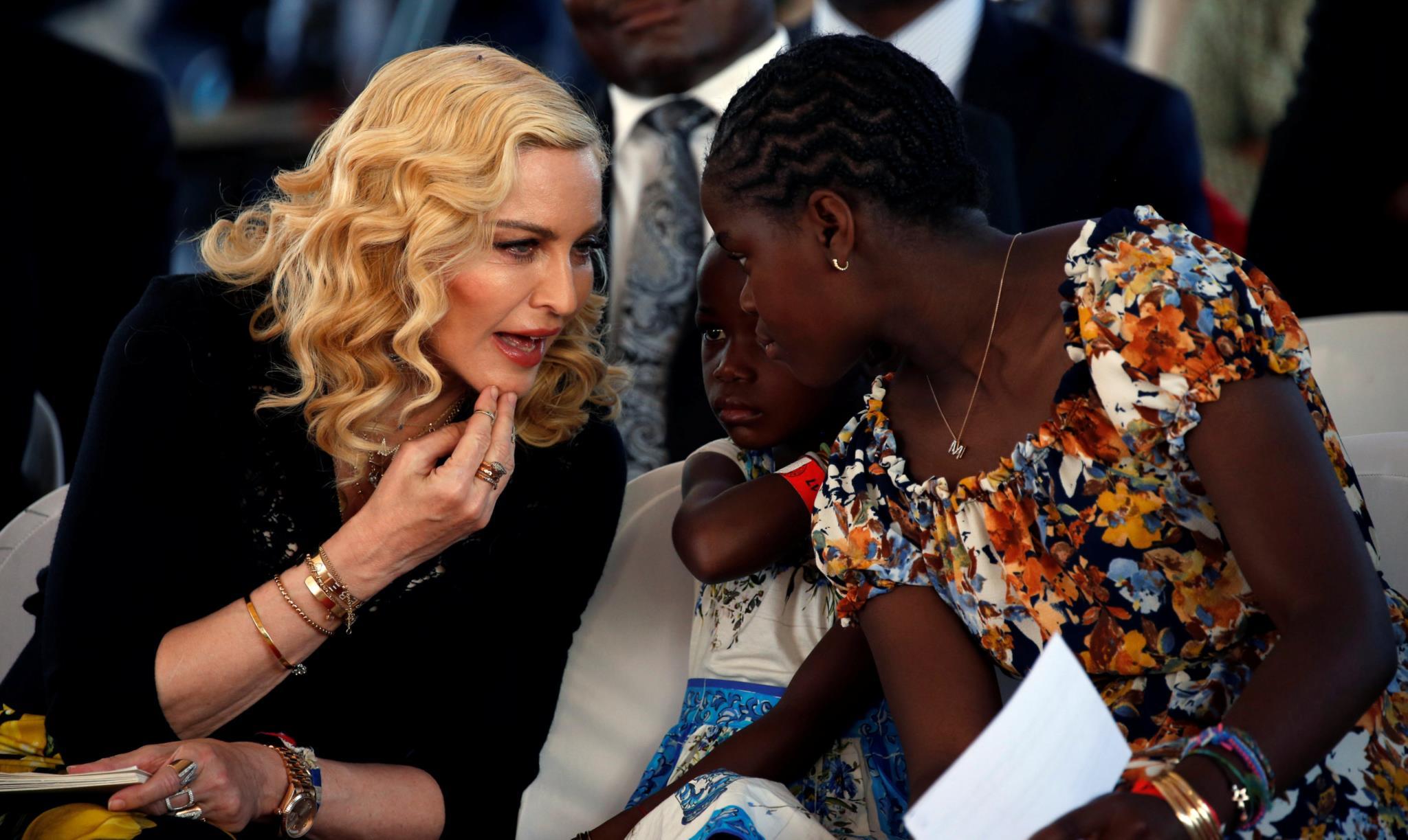 Madonna confessa como foi difícil adoptar porque era divorciada