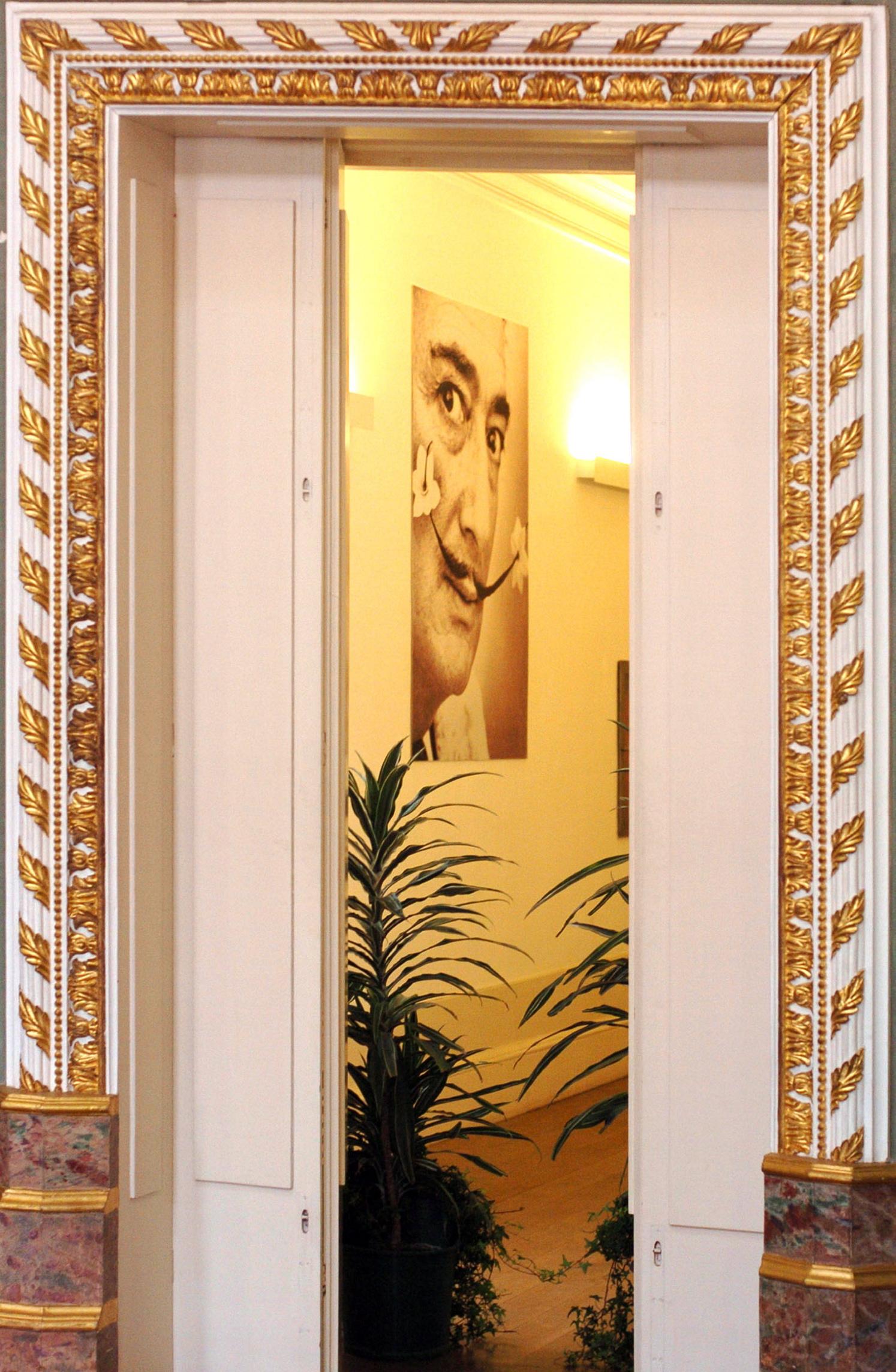 O pintor Salvador Dalí e o seu bigode