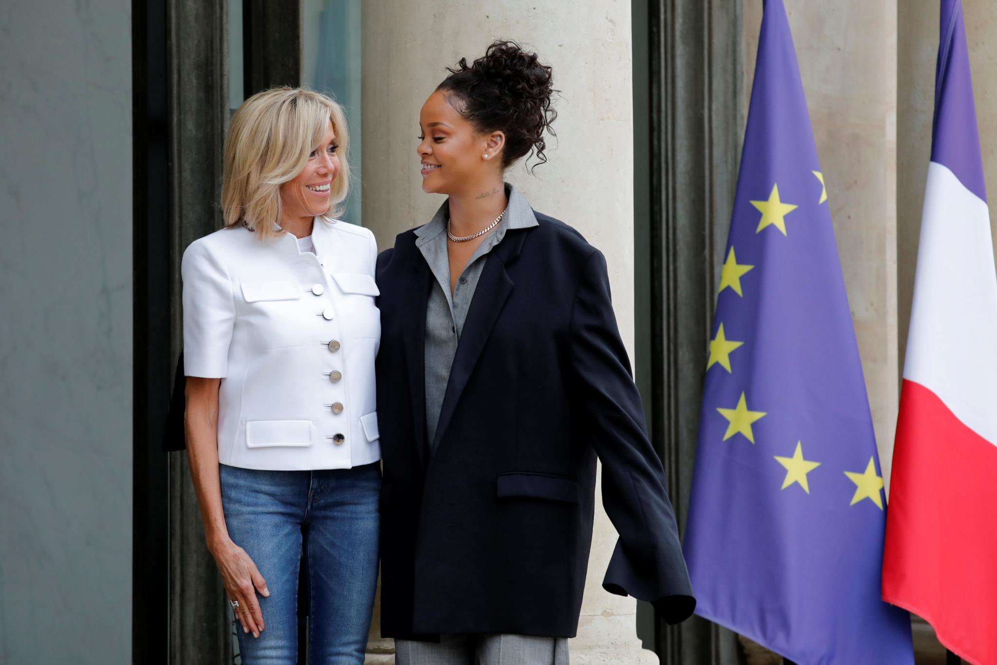Brigitte Macron reuniu-se com a cantora Rihanna, na quarta-feira