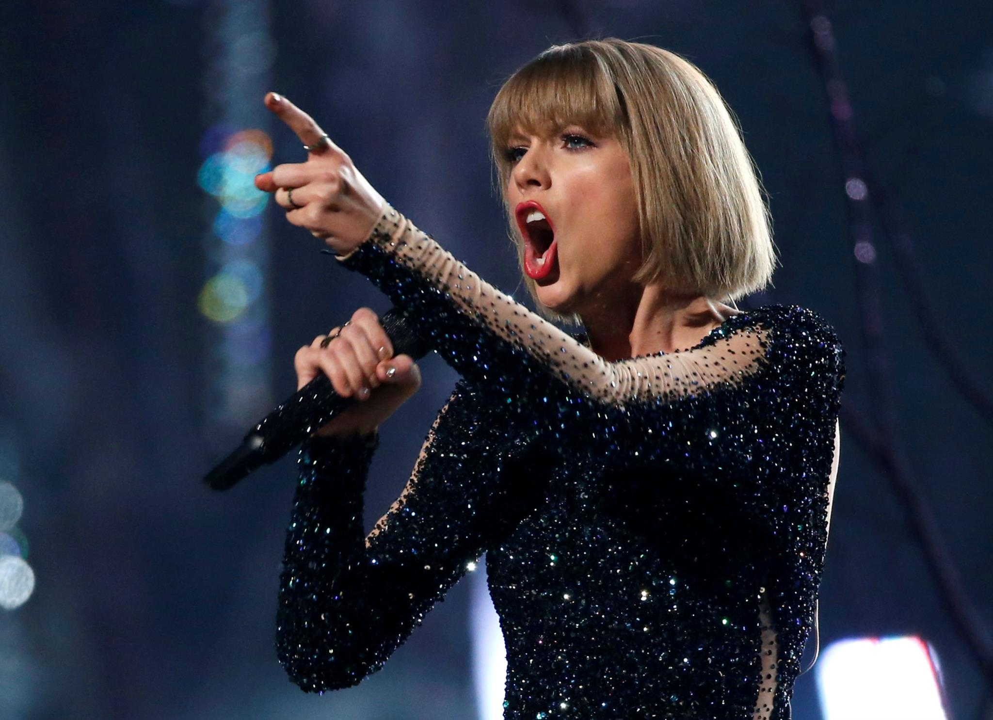 Taylor Swift a actuar nos Grammy Awards, em Los Angeles