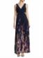 Vestido Xscape, disponível na Lord & Taylor (205,81 euros)