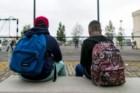 Dois terços dos alunos carrega mochilas com demasiado peso
