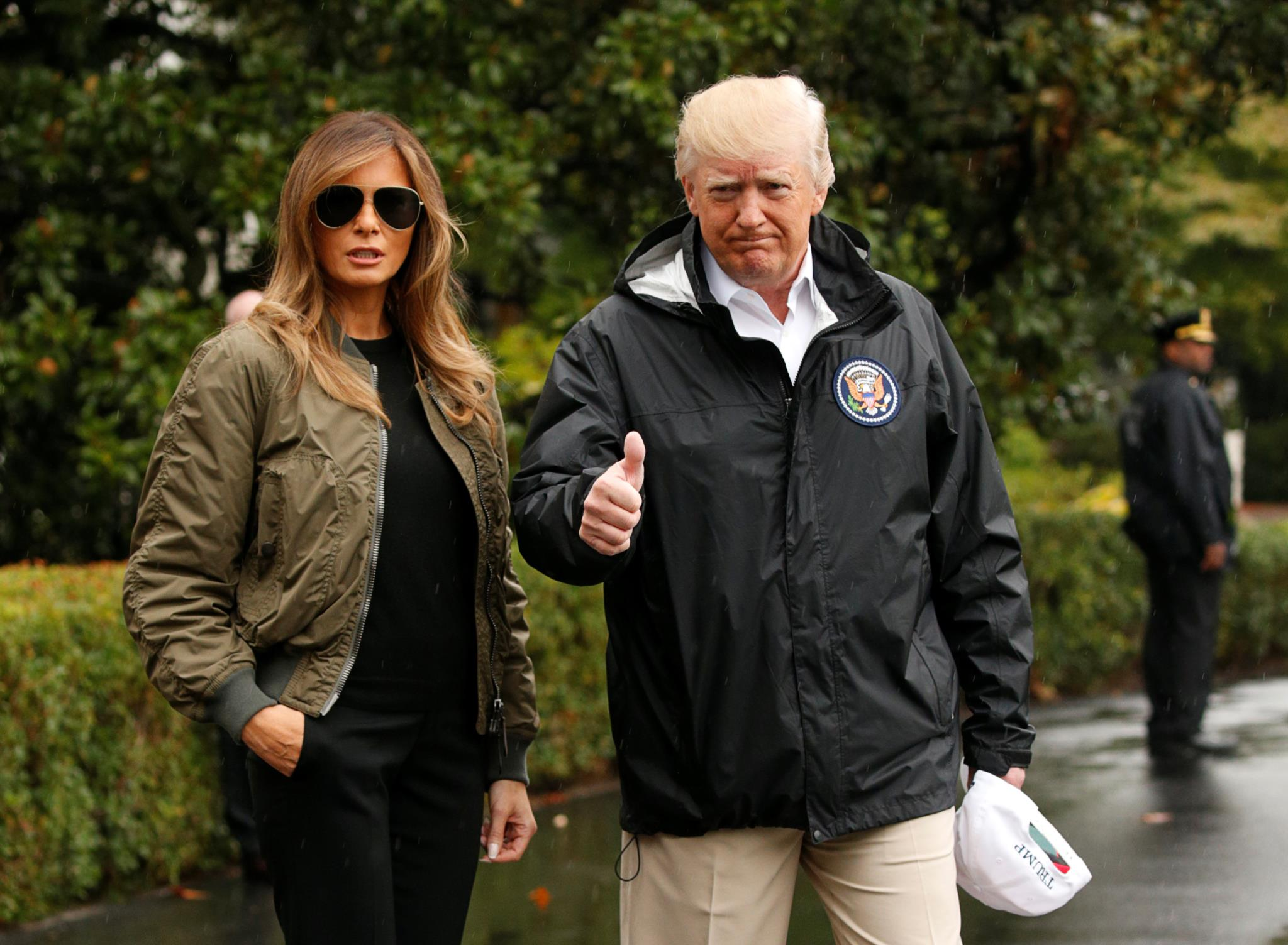 O casal Trump à saída de Washington para ir para o Texas
