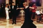 Diana dança com John Travolta num jantar da Casa Branca, em Novembro de 1985