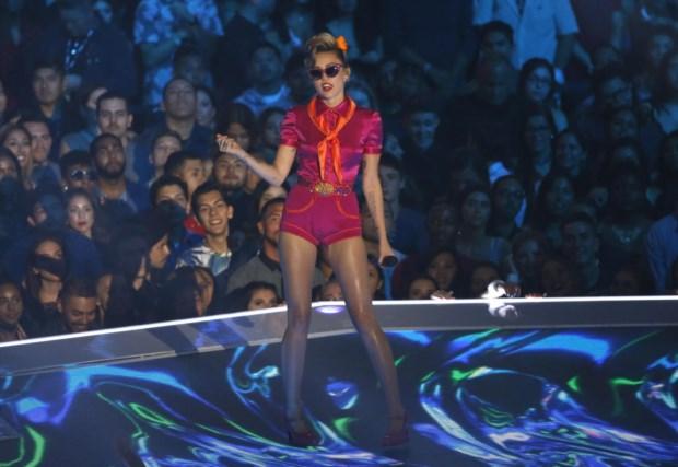 Miley Cyrus cantou