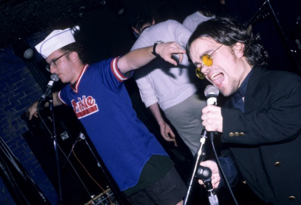 Peter Dinklage foi vocalista dos Whizzy no início dos anos 1990