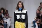 Kaia Gerber desfilou para Calvin Klein