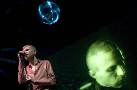 Jay-Jay Johanson em concerto no Teatro Sá da Bandeira (Porto), em Dezembro de 2004