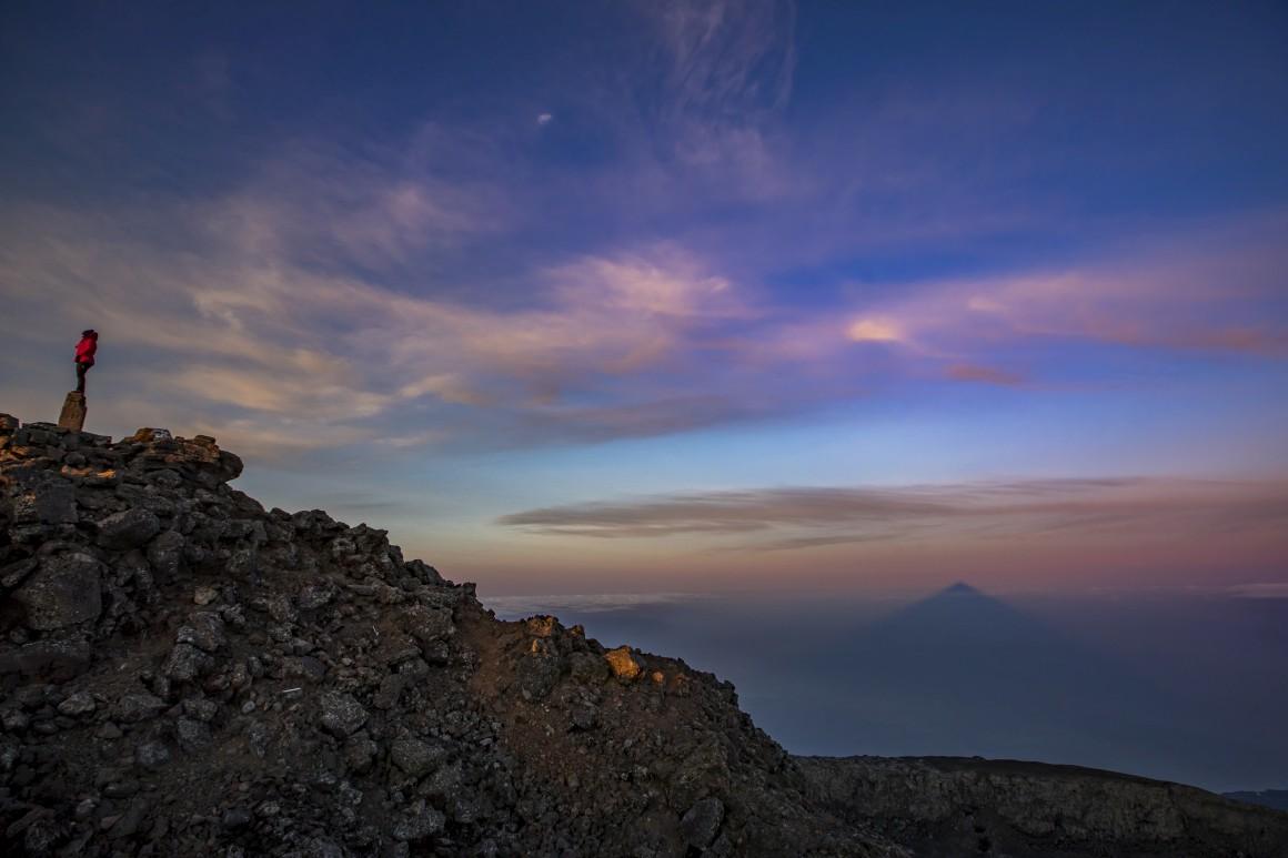 Mergulhar vulcão adentro com uma câmara fotográfica