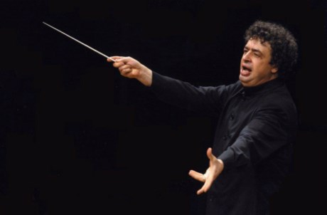 Semyon Bychkov dirige o concerto