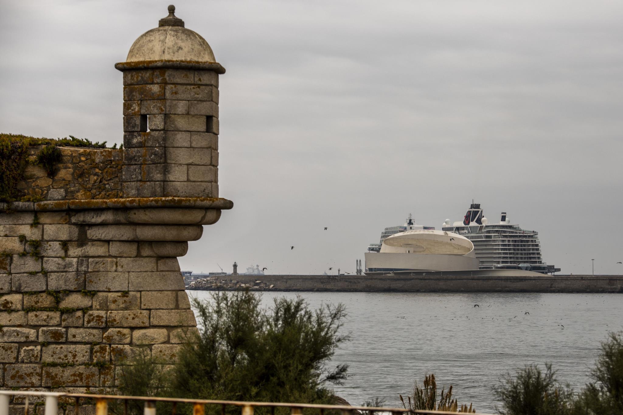 Porto de Leixões recebe maior navio de sempre