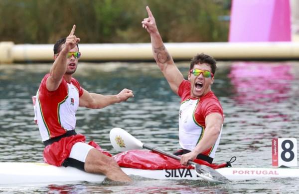 <p>Emanuel Silva e Fernando Pimenta festejam a sua medalha de prata olímpica</p>