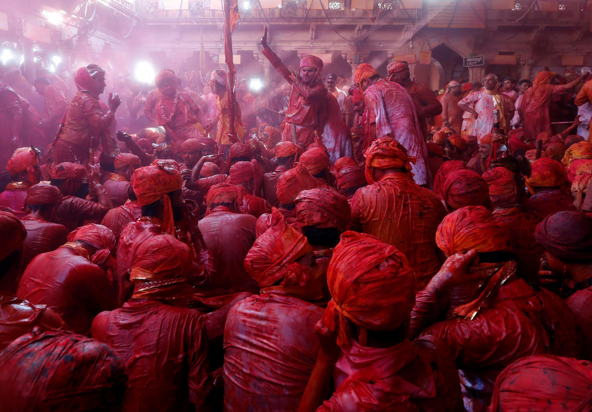 As celebrações na cidade de Barsana, no estado de Uttar Pradesh (Índia)