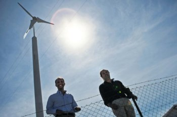 Tomé Barreiro e Hilário Campos são os criadores do microgerador que produz energia suficiente para alimentar uma casa