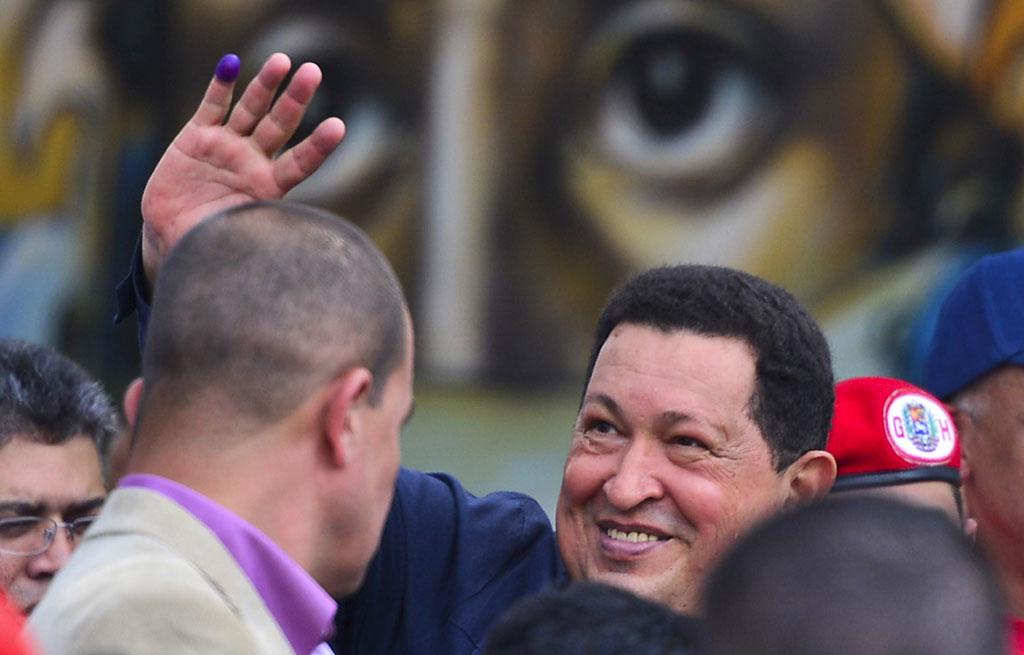 Chávez felicita o povo após a votação<b>Foto: Luis Acosta/AFP</b>