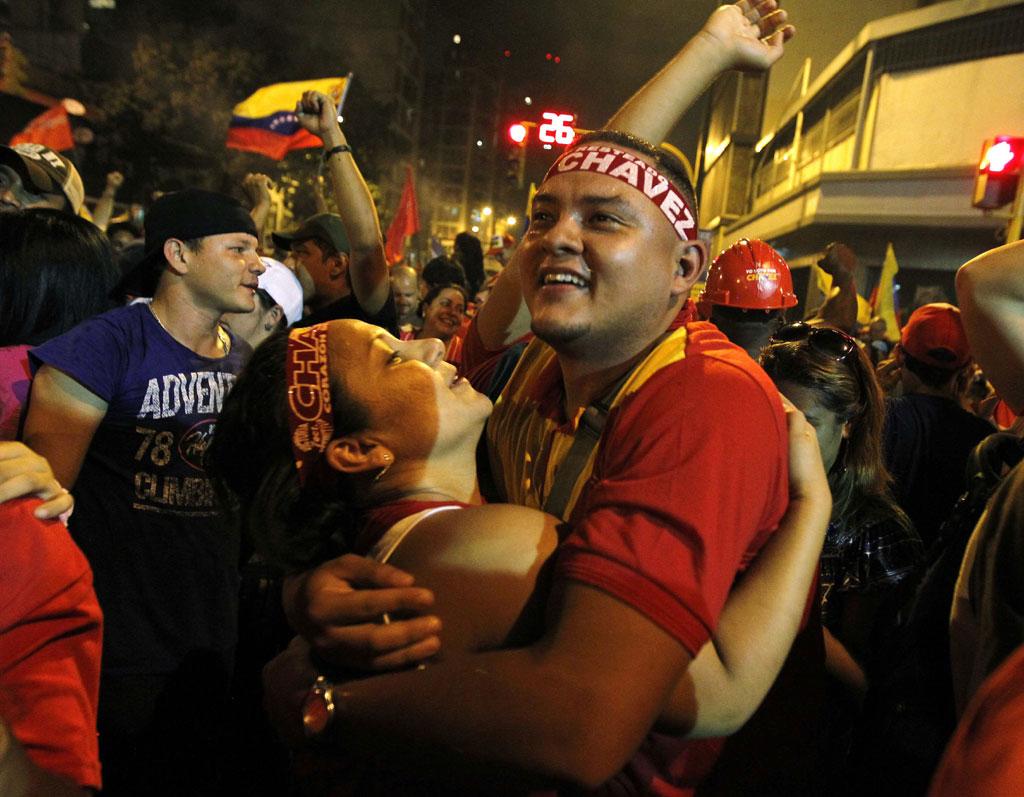 Apoiantes de Chávez festejam a vitória<b>Foto: Tomas Bravo/Reuters</b>