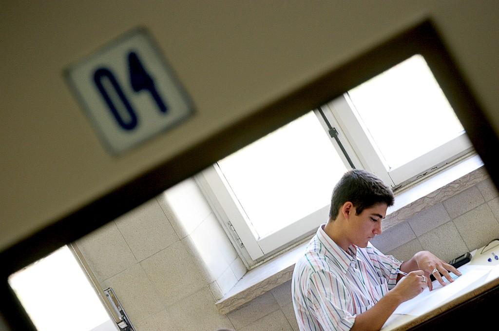 Os alunos que chegarem ao 12.º ano em 2015 vão ter de responder sobre a matéria dos três anos do secundário