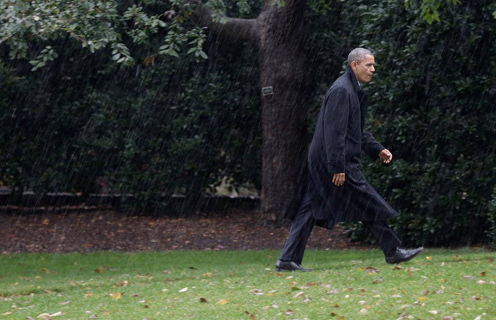 Presidente Barack Obama regressa a Washington debaixo de muita chuva e antes da chegada do furacão<b>Foto: Joshua Roberts/Bloomberg/MCT</b>