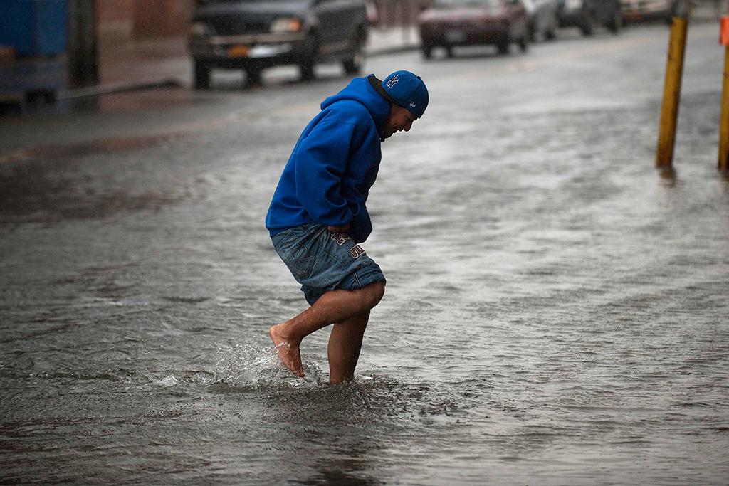 A água foi um dos maiores perigos nas zonas baixas de Nova Iorque<b>Foto: Keith Bedford/Reuters</b>