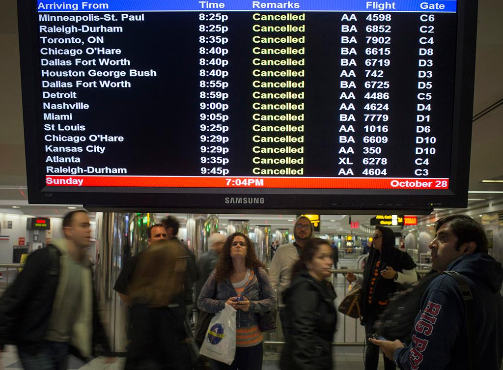 Milhares de voos foram cancelados e os transportes pararam<b>Foto: Adrees Latif /Reuters</b>