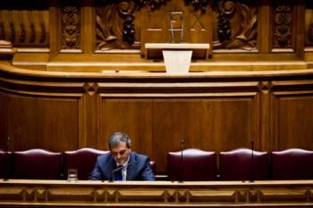 """Ministro Miguel Relvas lembrou que """"a Lusa não é do Estado; o Estado tem 50% e depois paga por isso"""""""