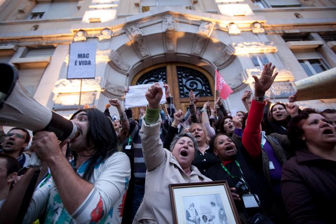 Manifestação em defesa da Maternidade Alfredo da Costa, uma das unidades a encerrar