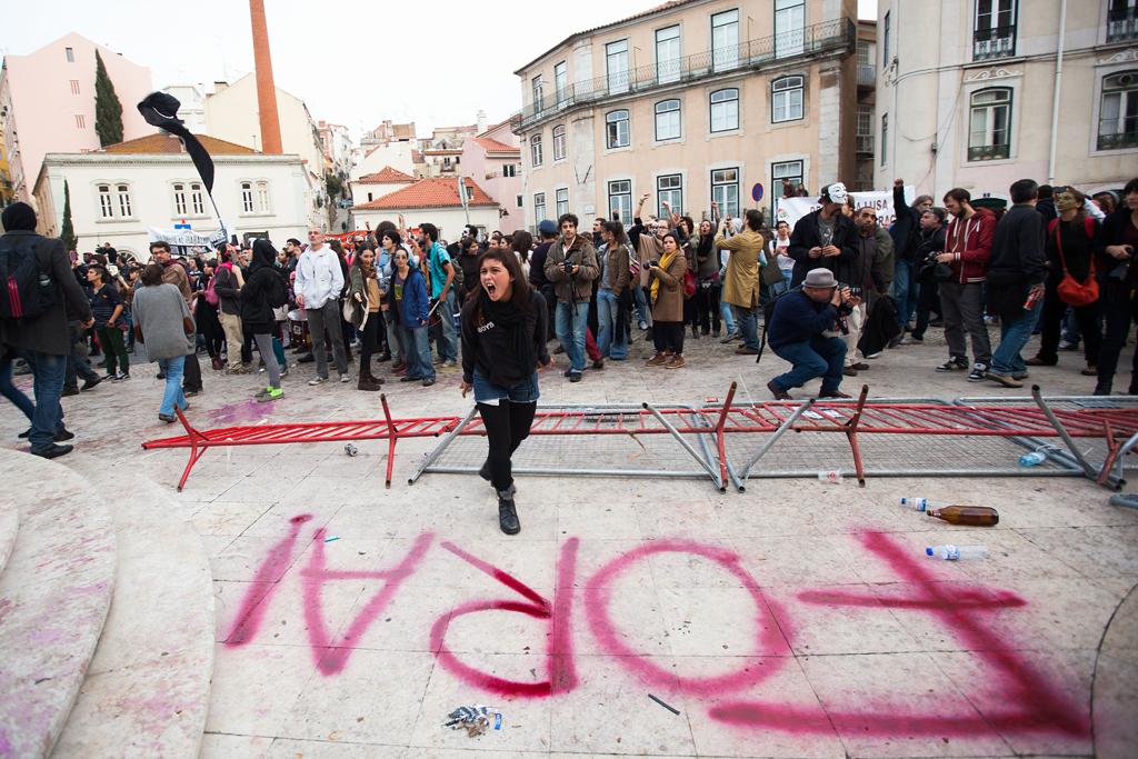 Violência em frente ao parlamento