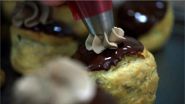 Religieuse au chocolat pela chef pâtissier Béatrice Dupasquier