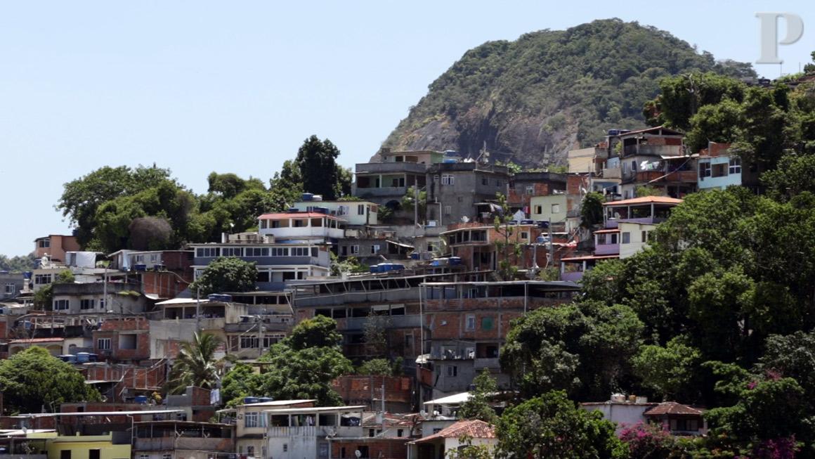 Um albergue no meio da favela