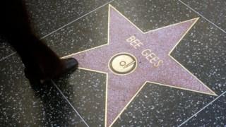 Robet Stigwood cruzou-se com os The Who ou Eric Clapton, mas o seu maior feito foi ter criado o estrelato dos Bee Gees