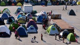 Tendas de refugiados no porto de Piraeus, no Sul da Grécia