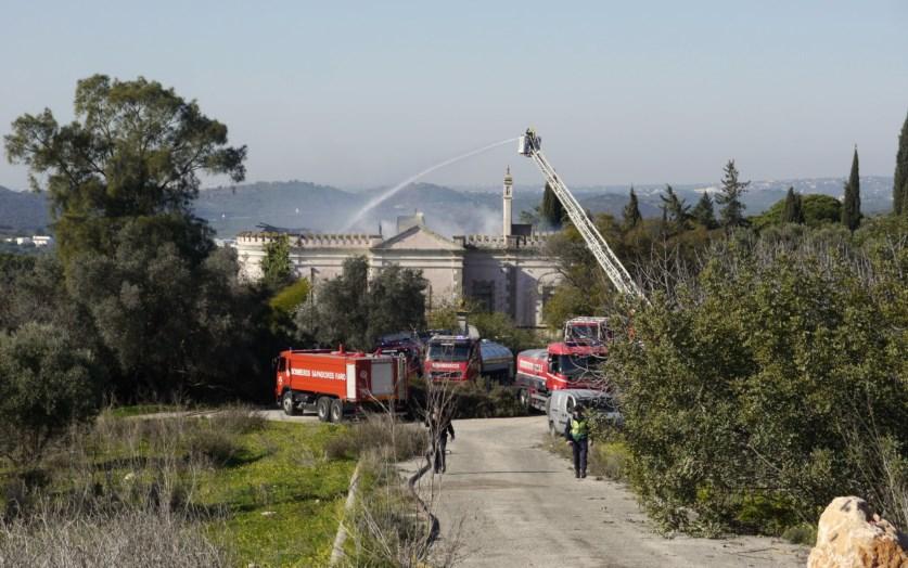 f439f2d8d28dcf PJ investiga incêndio no Palácio Fonte da Pipa, em Loulé | Algarve ...
