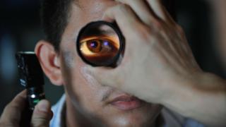 Crise aumentou número de pessoas que, tendo problemas de visão, não têm como pagar óculos tpsdave