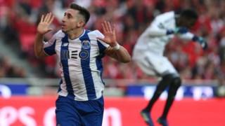 Herrera depois de ter marcado o golo da vitória do FC Porto na Luz