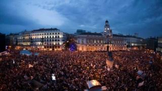 A grande maioria dos manifestantes apresentou-se sem farda nem cartaz Paul Hanna/Reuters