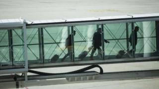 """Nova base de dados de passageiros aéreos """"não tem precedente no nosso país"""", diz protecção de dados."""