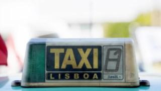 Os jovens requisitavam táxis e, chegados ao destino, roubavam dinheiro e objectos de valor