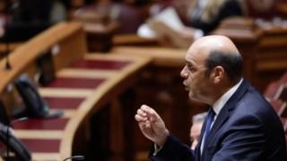 Ministro foi obrigada o explicar-se no Parlamento