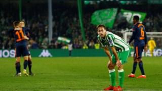 Sergio Canales nos festejos do golo do Valência aos 90+1'