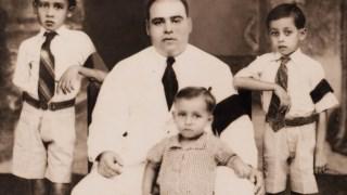 O padeiro Manuel com Manuel e ladeado por Marcelino (à esquerda) e João (à direita)