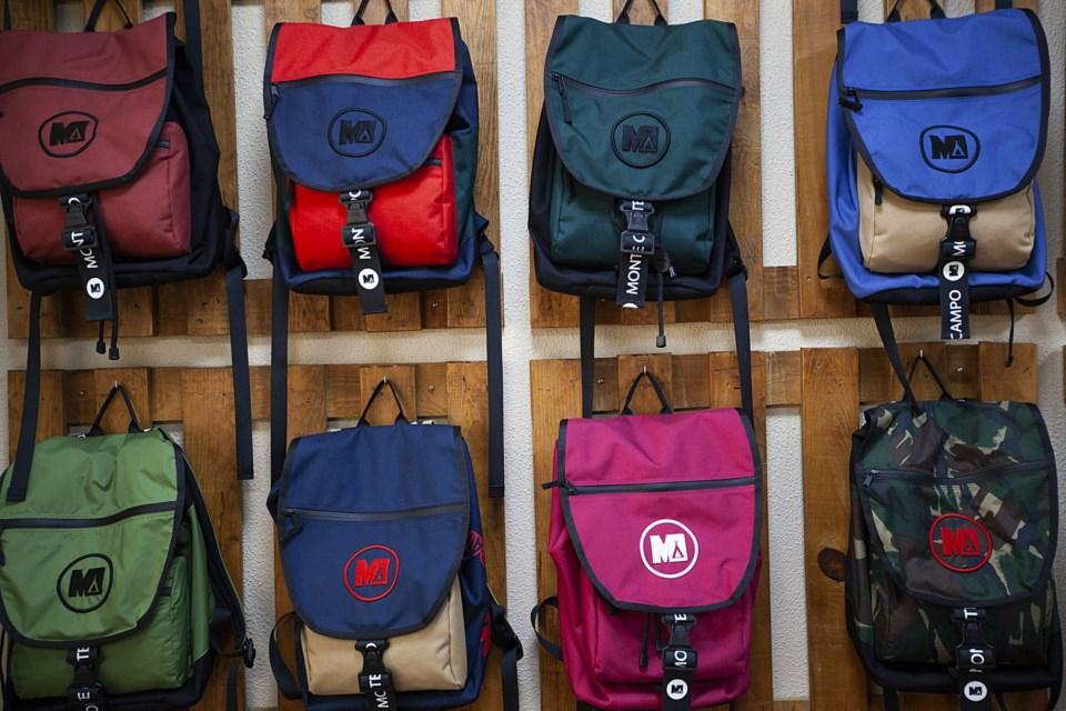 As 40 melhores imagens em Mochilas   Bolsas mochila, Bolsas