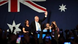 """Scott Morrison saúda os seus apoiantes depois de uma vitória inesperada: """"Sempre acreditei em milagres"""""""
