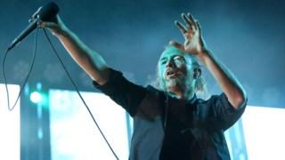 Thom Yorke na actuação dos Radiohead em  em