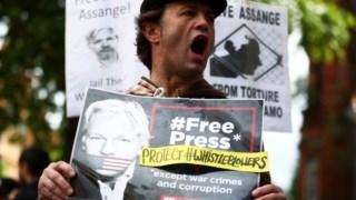 Manifestação pela libertação de Assange em Londres esta sexta-feira