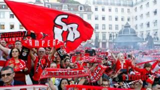 Adeptos do Benfica festejam conquista do título nacional